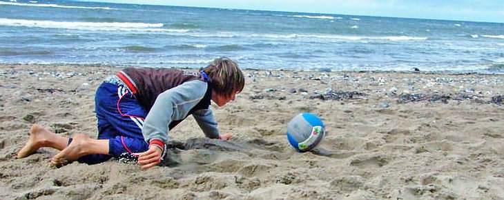 beach football game free
