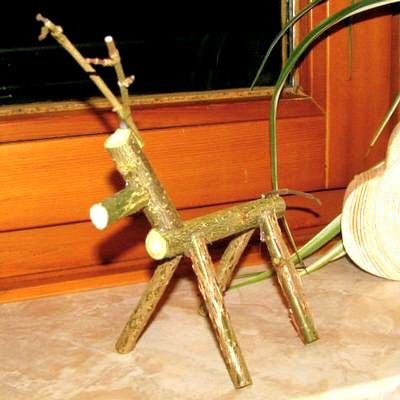 Creating an elk or a reindeer out of natural wood